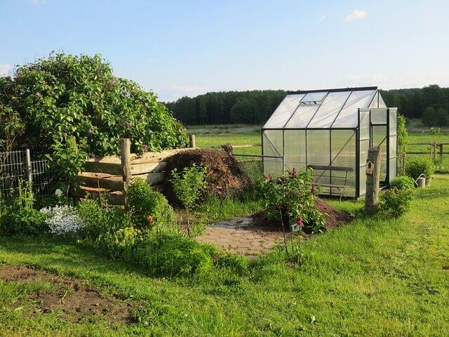 build small greenhouse cheap